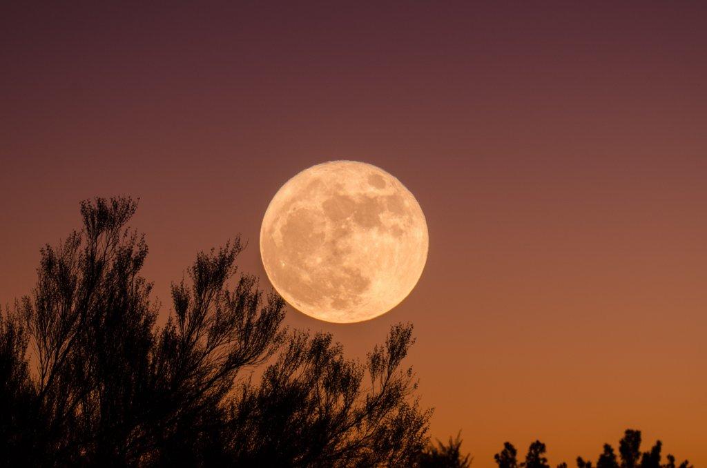 superluna de abril 2021