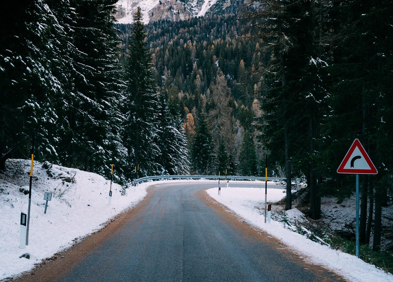 Resultado de imagen de bosque invierno carretera