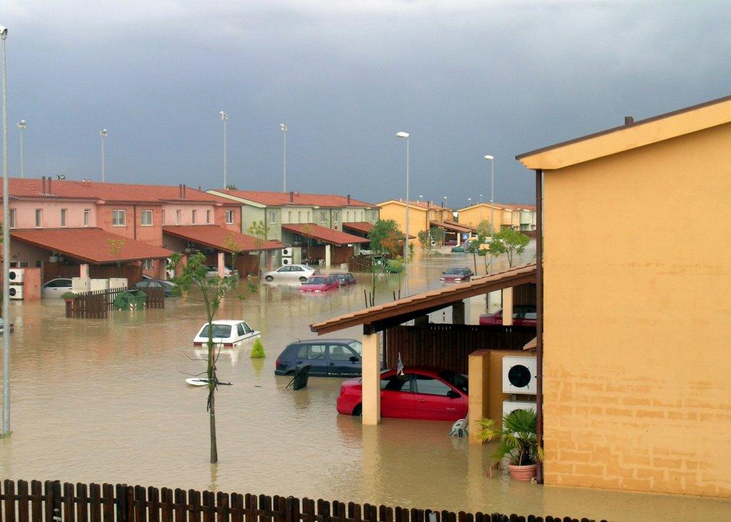 Coches y viviendas afectadas por las inundaciones,