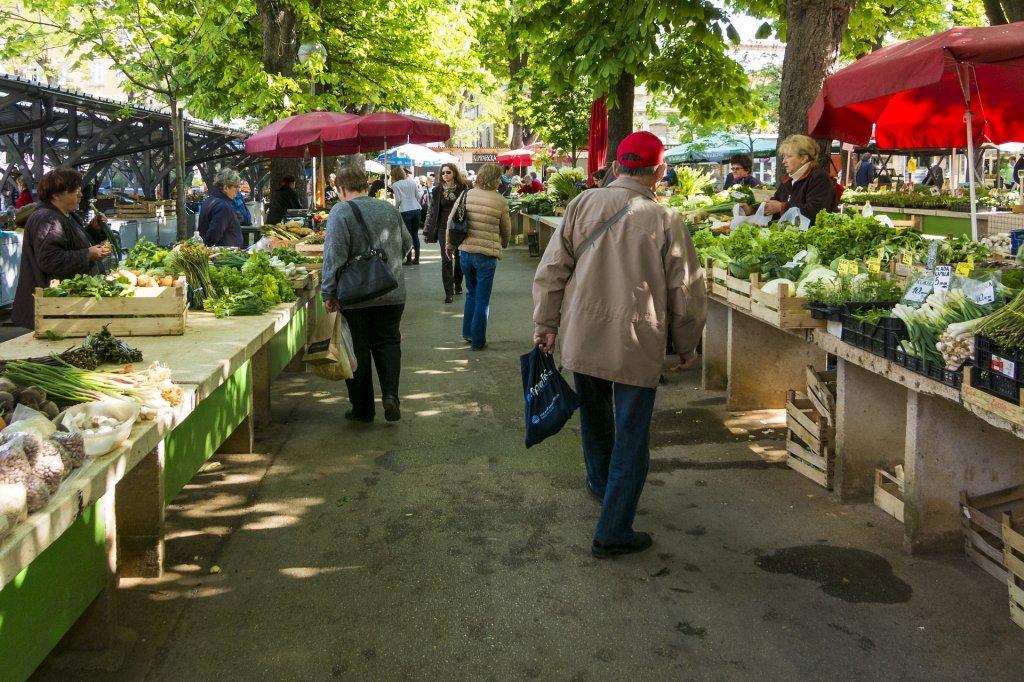 Un mercado en una ciudad o pueblo