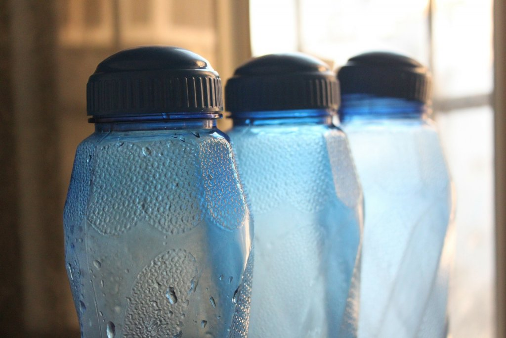 botella de plástico agua