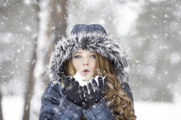 La llegada de las bajas temperaturas viene acompañada de muchas falsas creencias para combatir el frío.