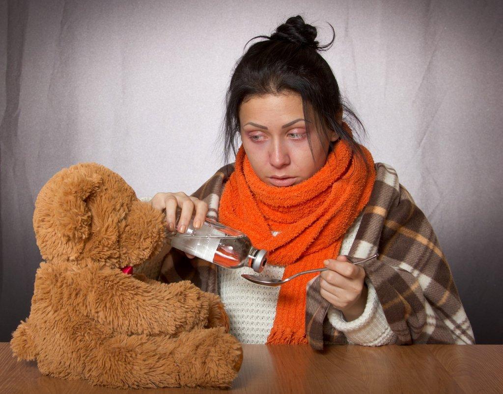 chica-gripe-vacuna-medicamento