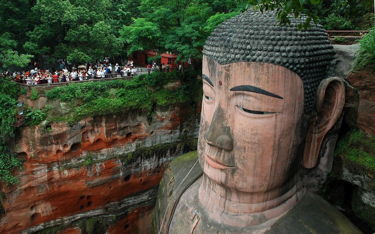 contaminación en los monumentos El Buda Leshan