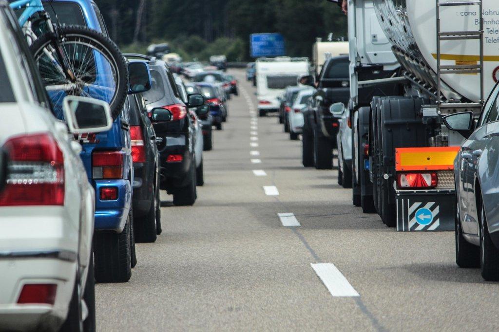 dgt-trafico-atasco-cocges-carretera-verano