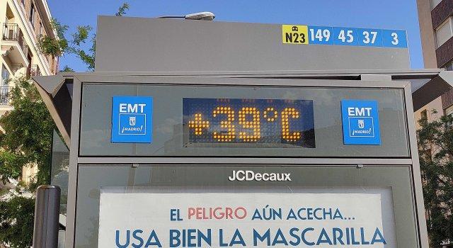 ola de calor termometro calle calor verano
