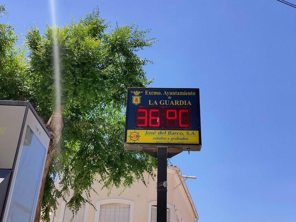calor julio termómetro calle