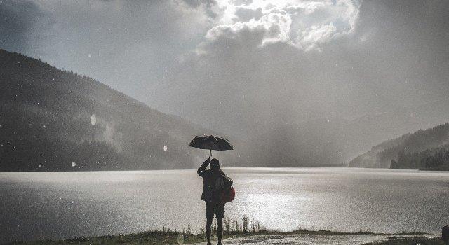 rayo-paraguas-tormenta
