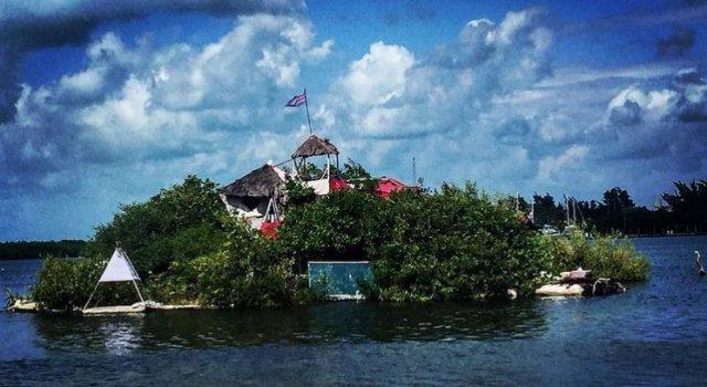 isla-plastico-cancun-mar