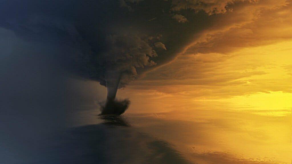 tornado atardecer