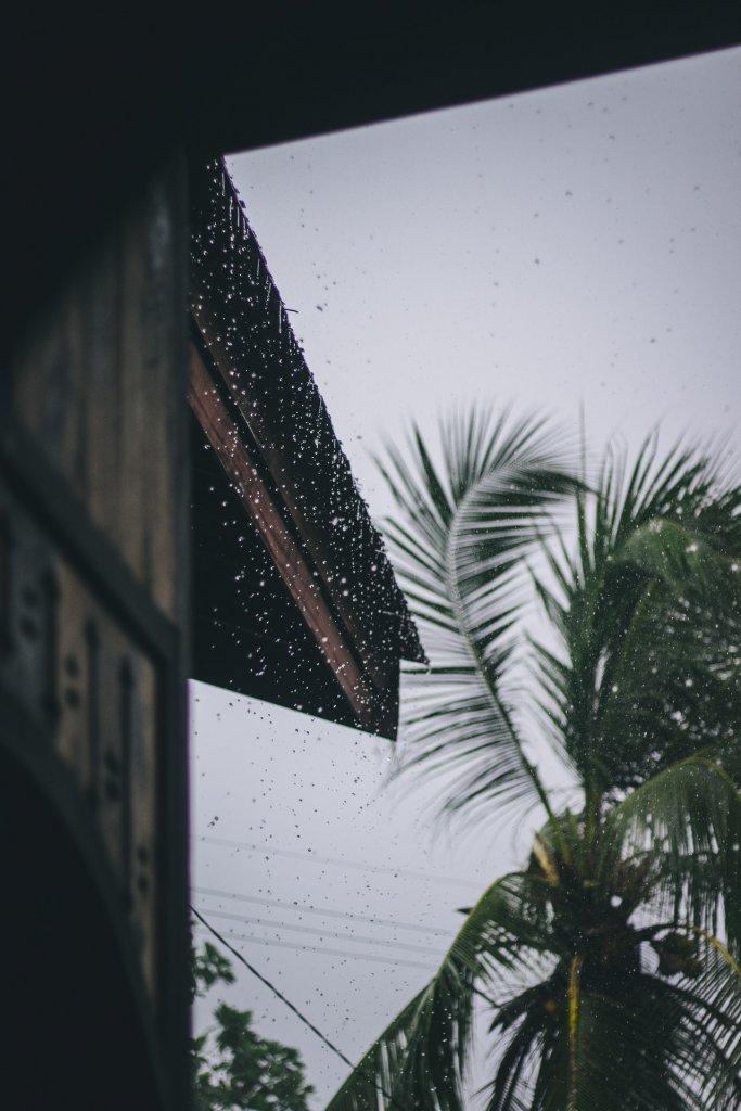 sonido de lluvia en el tejado