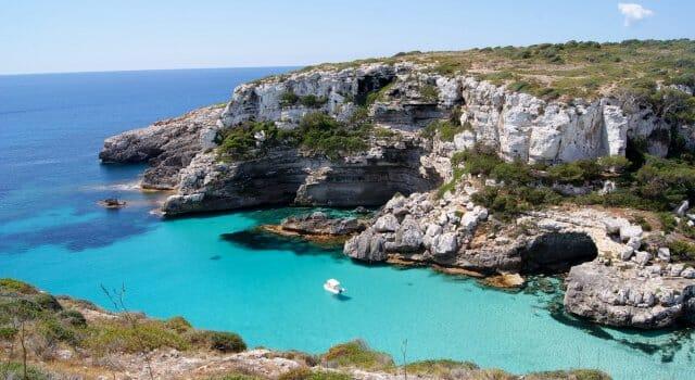 playa-paradisiaca-cala-marmols