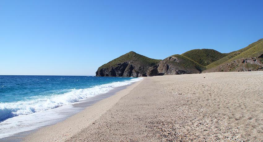 playa-paradisiaca-los-muertos-almeria