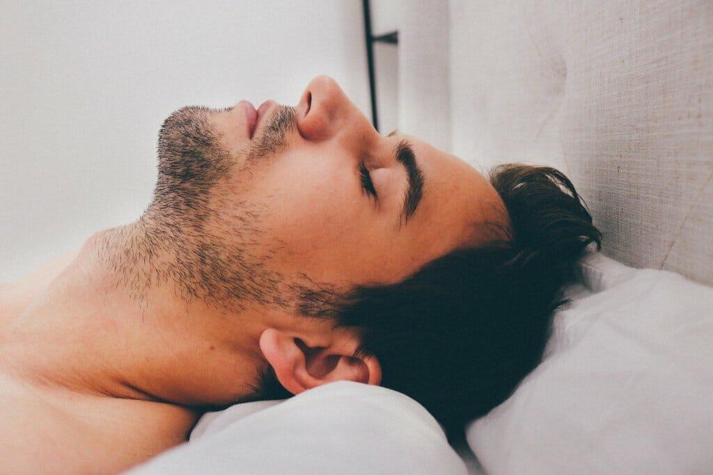 dormir-desnudo-verano-calor (2)