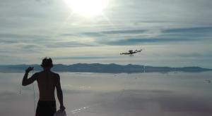 ¿Surfear tirado por drones?