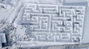 Así es Snowlandia, el laberinto de nieve más grande del mundo