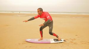 Cómo ponerse de pie en la tabla de surf