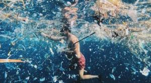 Las calas de Menorca, ahogadas en plástico