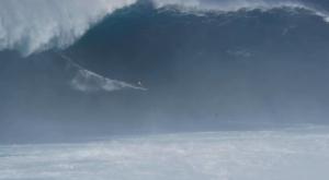 Olas de más de 15 metros surfeadas como nunca se había visto