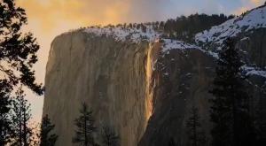 Así se vio la impresionante 'cascada de fuego' de Yosemite este año