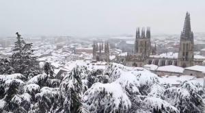 La nieve sorprende en Burgos: postal navideña en pleno marzo