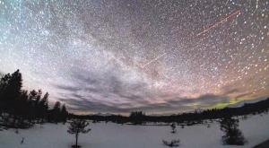 Timelapse capta una deslumbrante exhibición de estrellas sobre Alaska