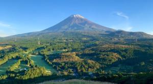 Las nevadas llegan más temprano en el icónico monte Fuji de Japón