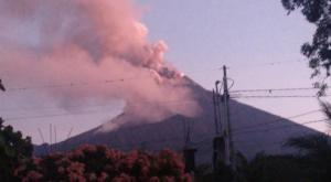 Un volcán de Guatemala entra también en erupción