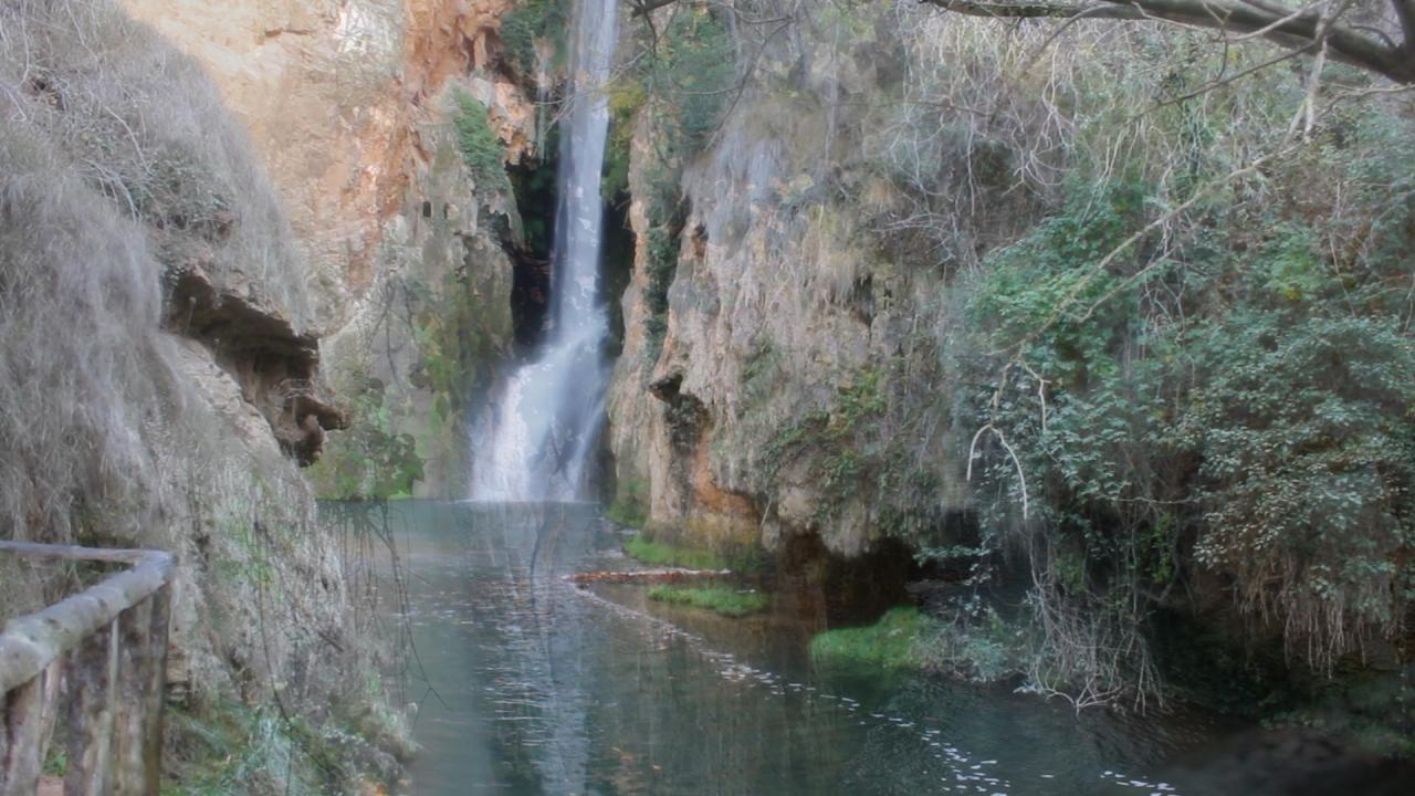 Cascadas del monasterio de piedra for Cascadas de piedra