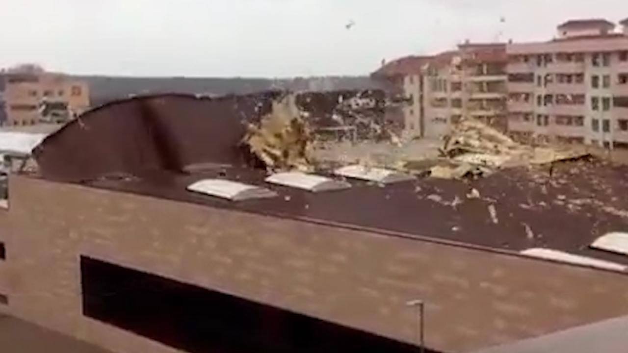El paso de gisele muros derribados tejados arrancados for Tejados galicia