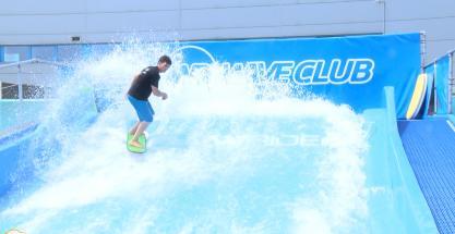 ¿Cómo funciona un simulador de surf?