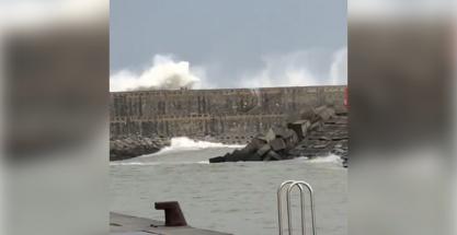 Rescatan a un joven en Orio arrastrado por las olas en un muelle